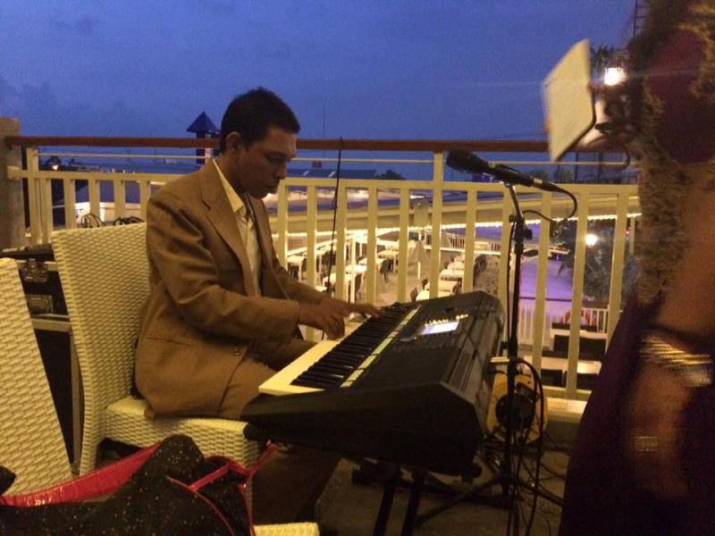 Keyboardist Ian